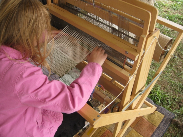 demos-child-at-loom-2